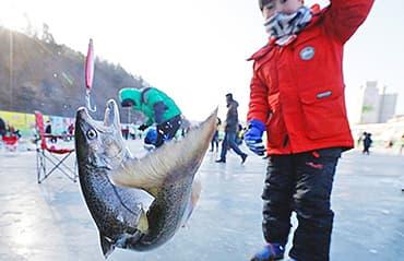 ทัวร์เกาหลี เทศกาลตกปลาน้ำแข็ง ท่องโลกแห่งการ์ตูน หมู่บ้านเทพนิยาย  5 วัน 3 คืน สายการบินจิน แอร์